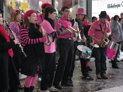 La fanfare Pink It Black au Téléthon 2008