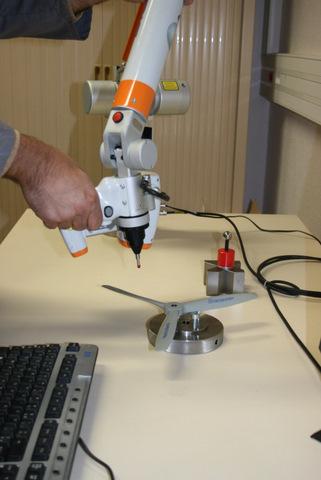 Bras polyarticulé muni d'un scanner laser 3D de la société Metri